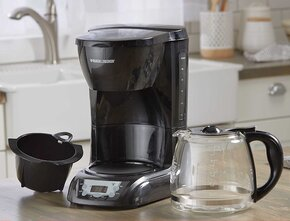 Black+Decker 12 Cup Programmable Coffee Maker review Carafe